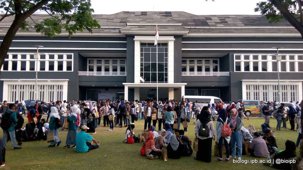 "Senior High School Students ""Act"" as IPB Students"